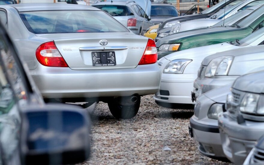 Automobilių pirkėjai iš Baltarusijos laukia užsienio valiutos injekcijos