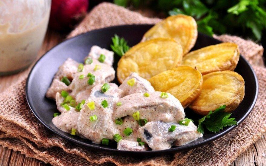 Silkė su bulvių, krapų ir garstyčių salotomis