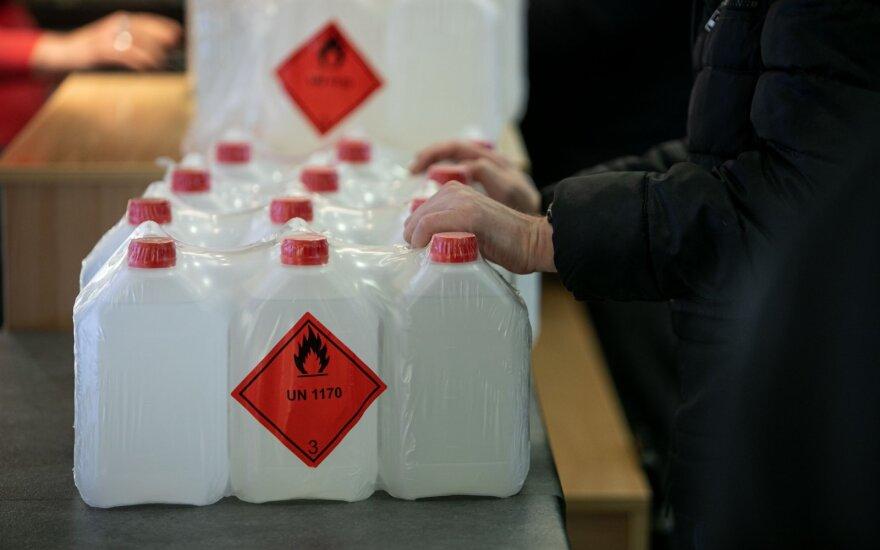 Į rinką patiekta dar beveik 300 tūkst. litrų dezinfekcinio skysčio
