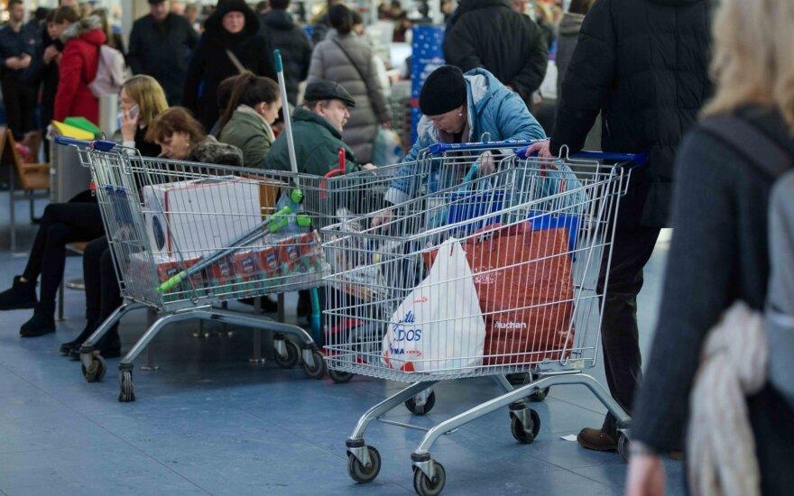Parduotuvėse užfiksavo kainų pokyčius: štai, kurios prekės atpigo, o kurios – daug brangesnės