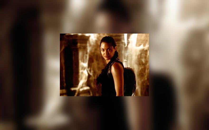 """Angelina Jolie """"Kapų plėšikė"""""""