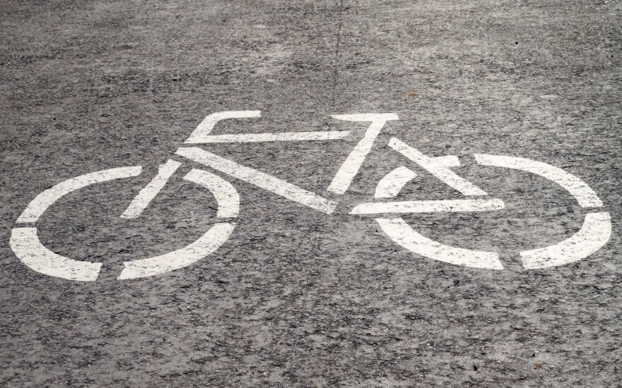 Sostinės Naujamiestyje pradedamos ženklinti dviračių juostos: važiuoti automobiliu teks lėčiau