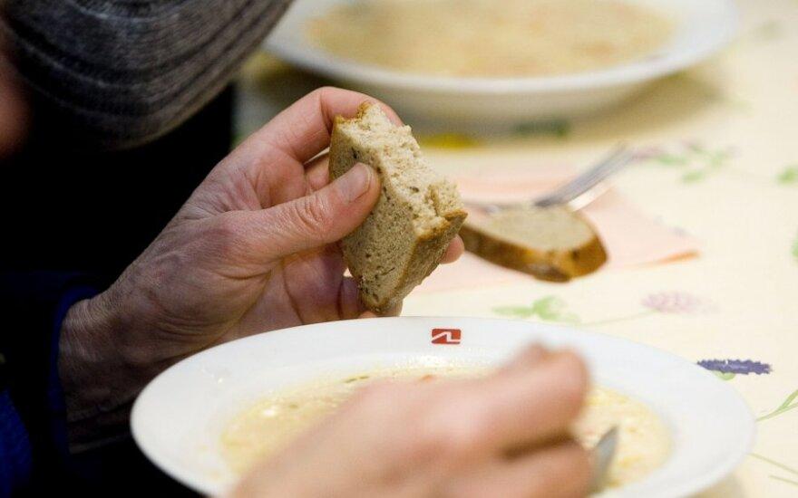 Piktina varginga senolių padėtis: jie kūrė nepriklausomą Lietuvą, o dabar priversti prašyti lėkštės sriubos