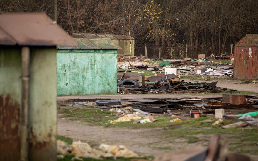 Vilniaus miesto savivaldybė pateikė keturis ieškinius dėl nelegalių metalinių garažų