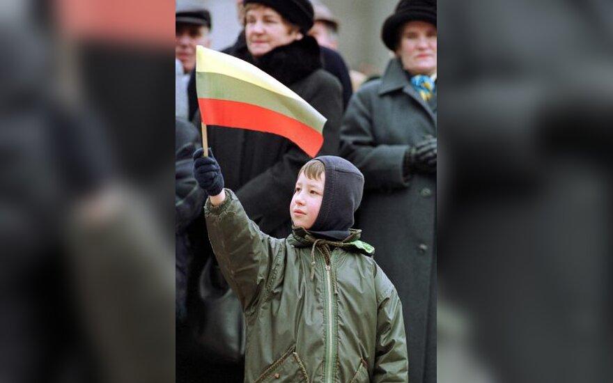 Vaikas su vėliava