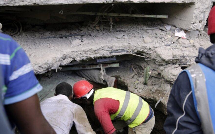 Nairobyje sugriuvo 6 aukštų pastatas, po griuvėsiais gali būti žmonių