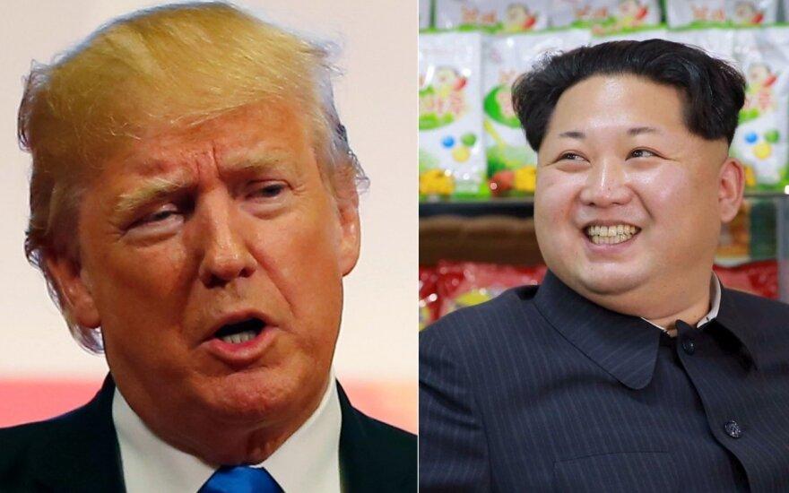 Trumpas atšovė Kim Jong Unui: mano branduolinis mygtukas didesnis