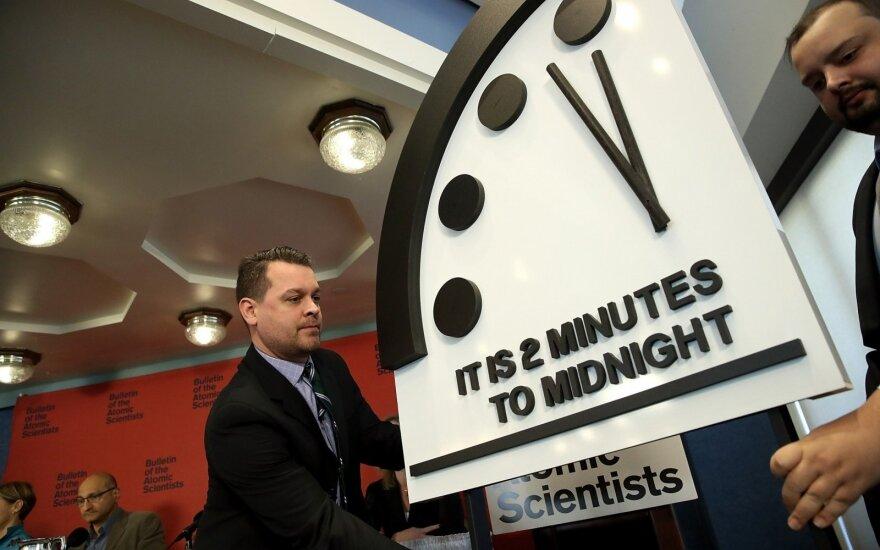 """""""Pasaulio pabaigos laikrodžio"""" rodyklė pasukta pirmyn: priartėta prie apokalipsės"""