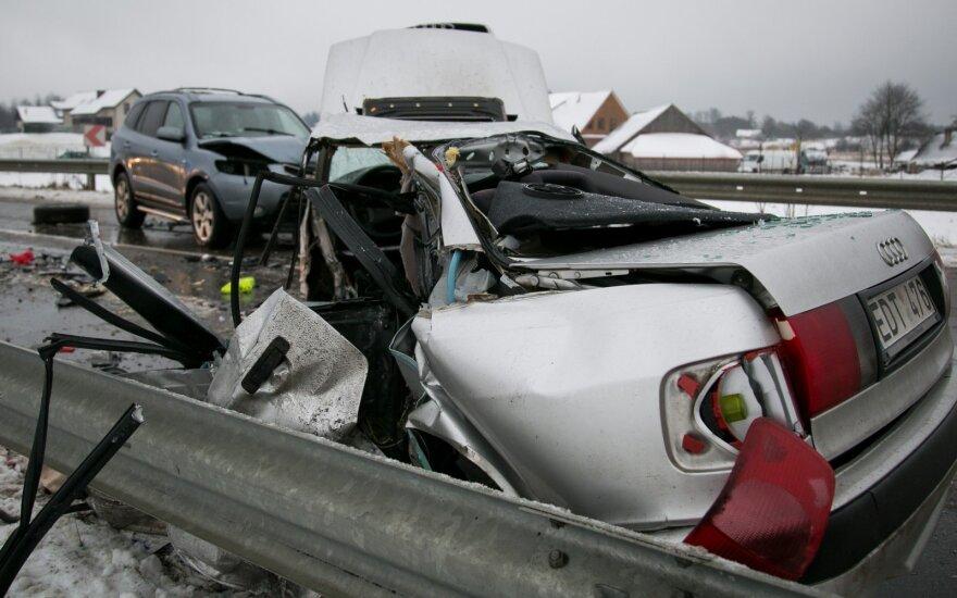Tragiškas rytas Vilniaus rajone: per avariją žuvo žmogus, apsunkintas eismas