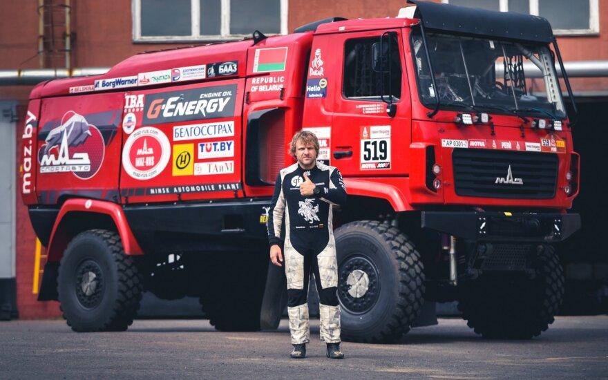 Benediktas Vanagas Baltarusijoje išbandė Dakaro sunkvežimį