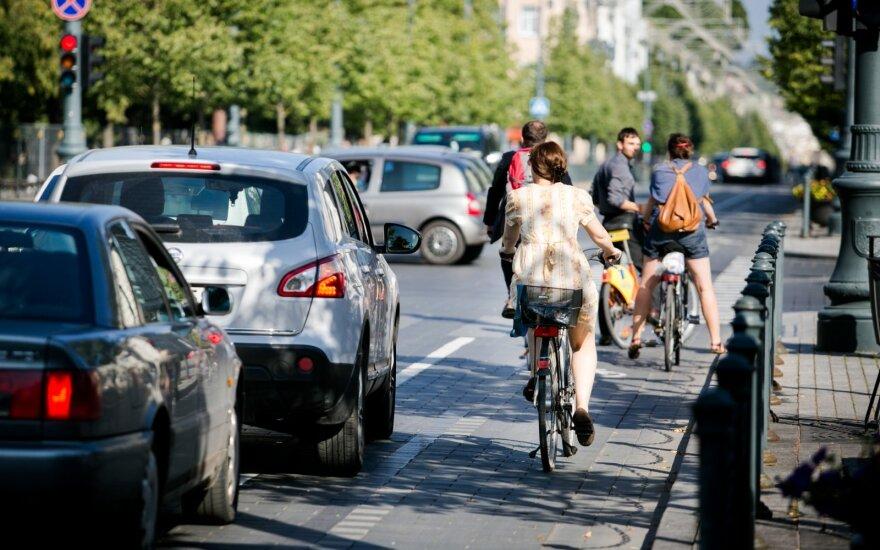Pasipiktino automobilių vairuotojų elgesiu: įsivaizduoja, kad keliuose yra vieni