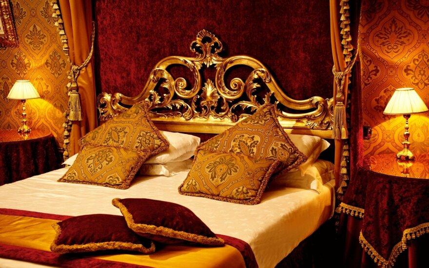Prabangos mėgėjams siūlo nakvynę tikro aukso pataluose