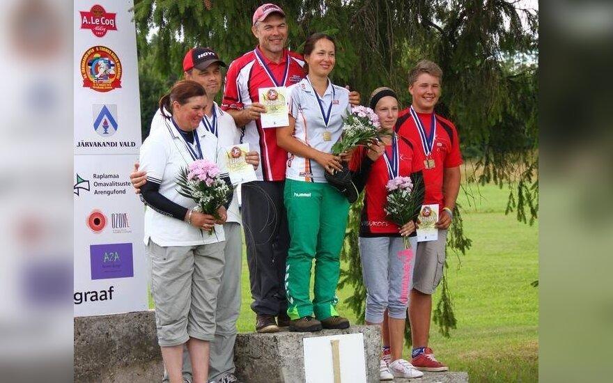 Vladas Šigauskas ir Jelena Babinina ant nugalėtojų pakylos