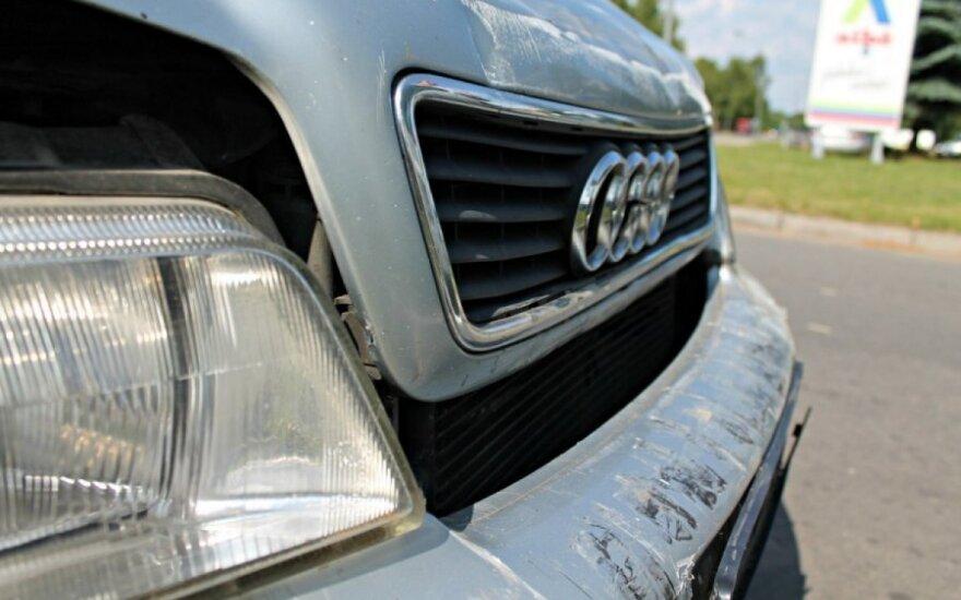 """Panevėžyje """"Audi"""" trenkėsi į """"Peugeot"""", šis kliudė """"Ford"""""""