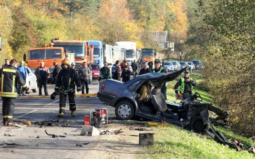 """Kauno r. per susidūrimą su sunkvežimiu žuvo """"Volvo"""" vairuotojas"""