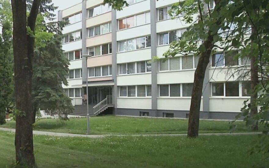 Pro langą iškritusio dvimečio tragedija: vaikas skubiai pervežtas į Kauno klinikas, jo būklė labai sunki