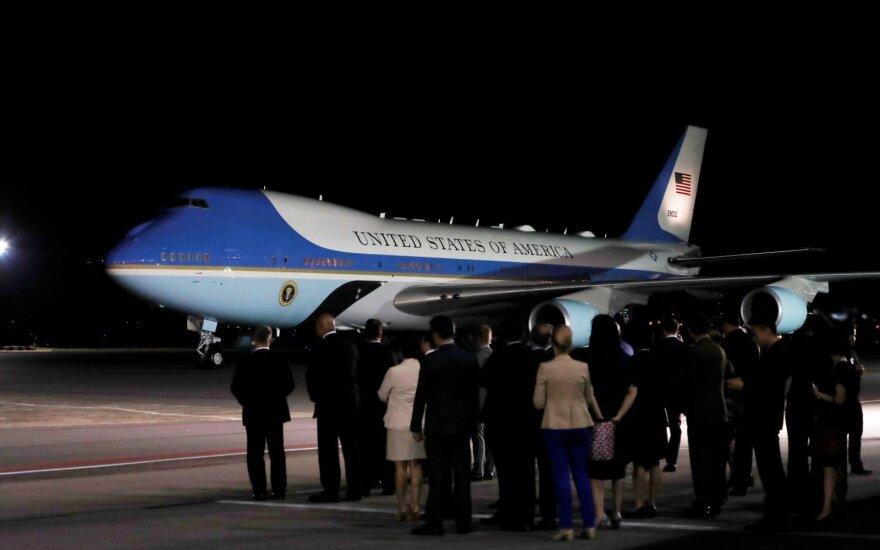 Singapūre nusileido ir Trumpo lėktuvas