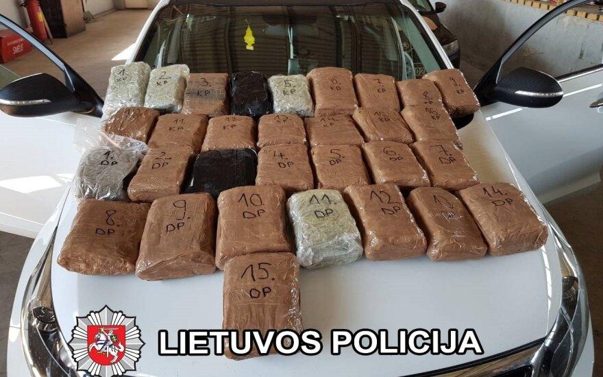 Marijampolės policija sulaikė susijaudinusį vyrą, vežusį narkotikų už 300 tūkst. eurų