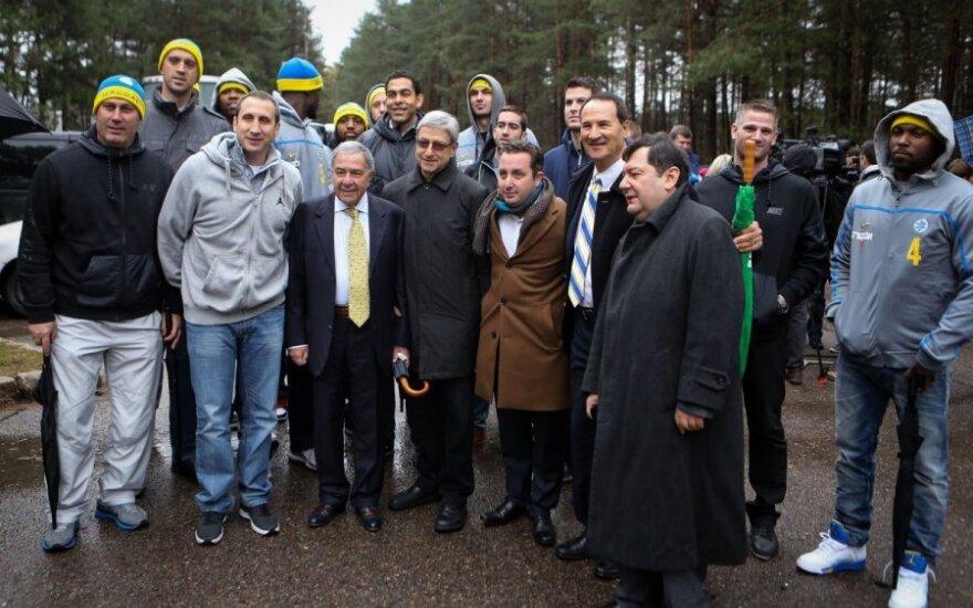 """""""Maccabi"""" komanda atidavė pagarbą nuo nacių rankų Vilniuje kritusioms aukoms"""