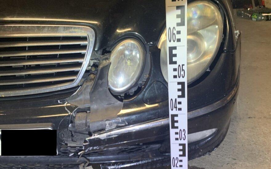 Girtas agresyvus vairuotojas protą atgavo tik paspirgintas elektra