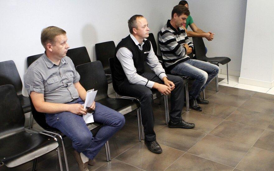 Trys policininkai įkliuvo dėl kyšininkavimo ir vairavimo egzaminų