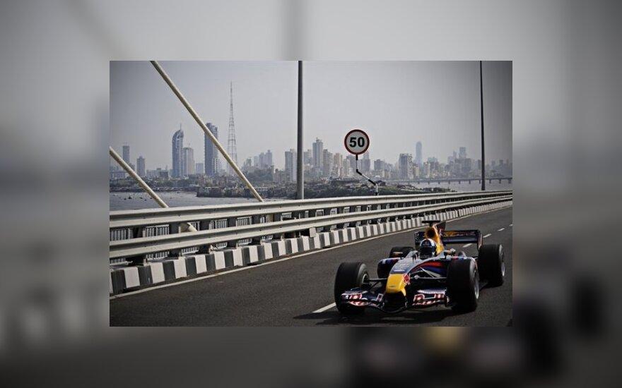 """D.Coulthardas Indijoje """"uždirbo"""" 74 tūkst. Lt baudą"""