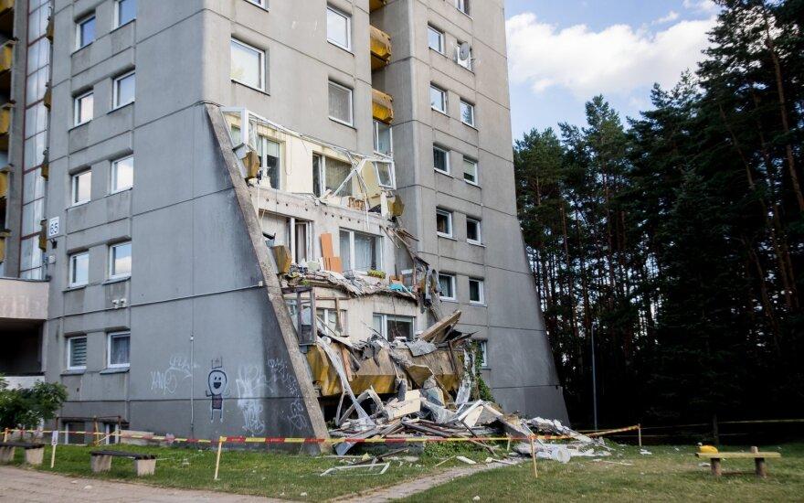 Vilniuje nukritus daugiabučio balkonui savivaldybė žada atlikti tikrinimus: šie namai nėra 100 proc. saugūs