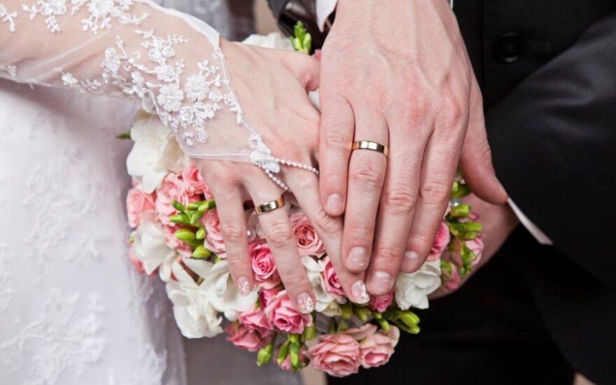 Jaunikio košmaras: vestuvėse pasirodė nuotakos suknele vilkinti meilužė