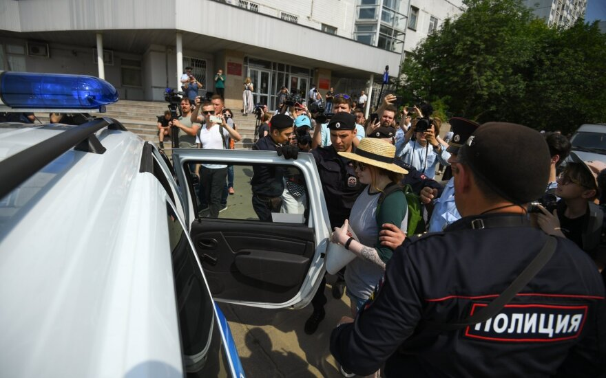 Maskvos policija sulaikė naujo protesto prieš žurnalisto I. Golunovo areštą dalyvių