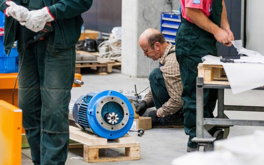 Industriniai robotai gali visiškai pakeisti samdomą darbą