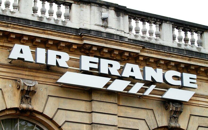 """Teismas paskyrė """"Air France"""" 146 tūkstančių eurų baudą už keleivio apnuodijimą kava"""