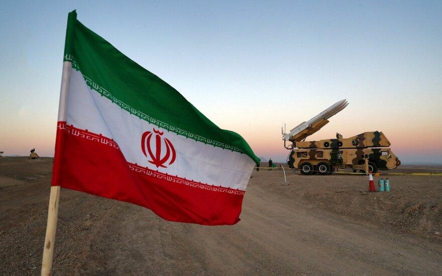 Didėjant įtampai su JAV, Iranas rengia karinius pratimus