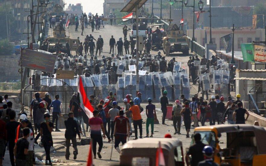 Bagdade ir Basroje žuvo daugiau nei dešimt demonstrantų