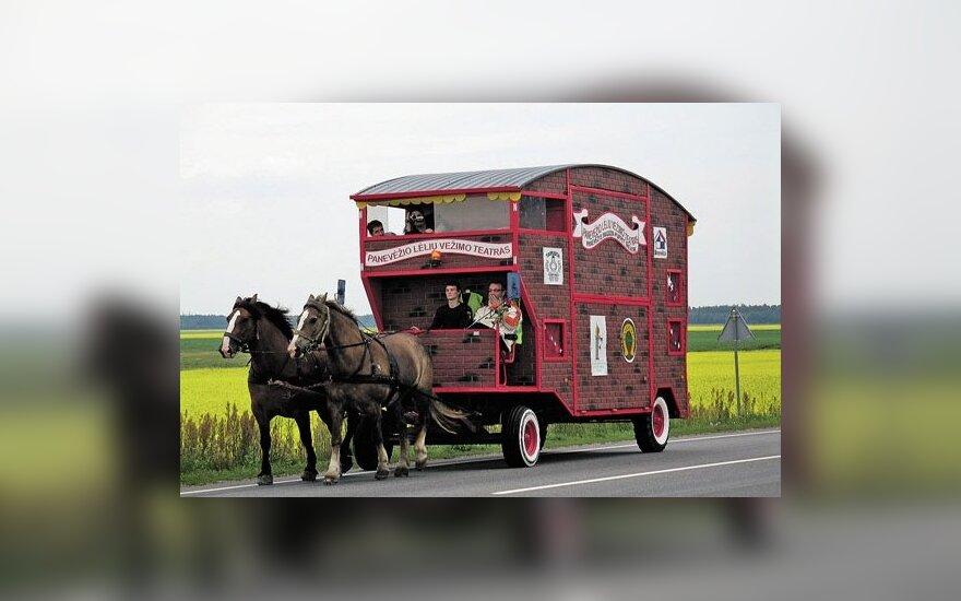 Panevėžio lėlių teatrui - problemos dėl arklių traukiamo vežimo