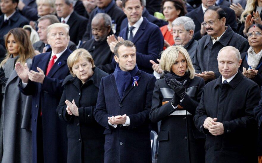 Donaldas Trumpas, Angela Merkel, Emmanuelis Macronas, Brigitte Macron, Vladimiras Putinas