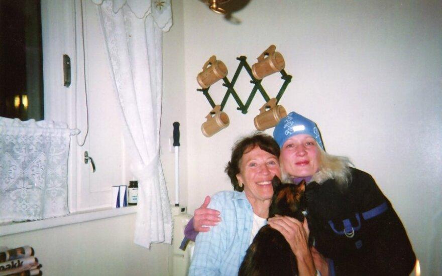 Rima (dešinėje) su bičiule norvege