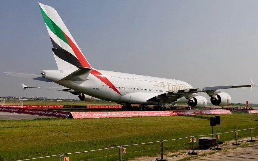 """""""Emirates"""" dėl sumažėjusios paklausos mažina skrydžių į JAV skaičių"""