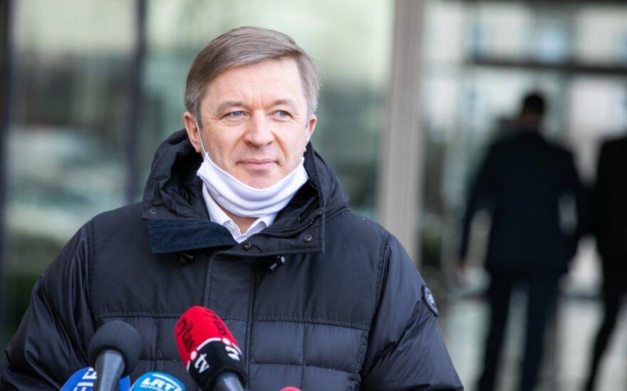Karbauskis apibendrino savaitę: atsiprašė žmonių, bet telefono opozicijai vis tiek nekels