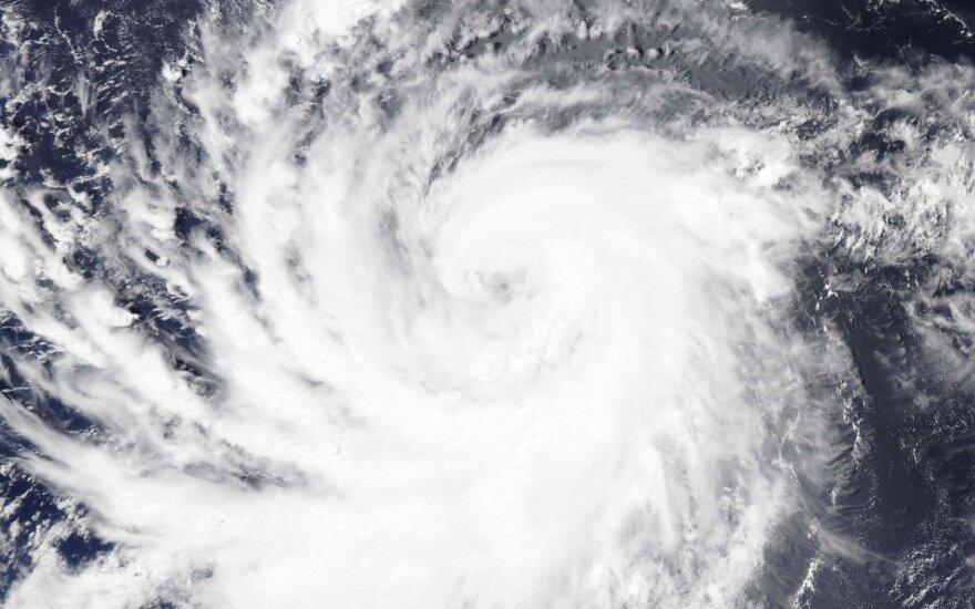 """Havajų link artėja galingas uraganas """"Lane"""""""