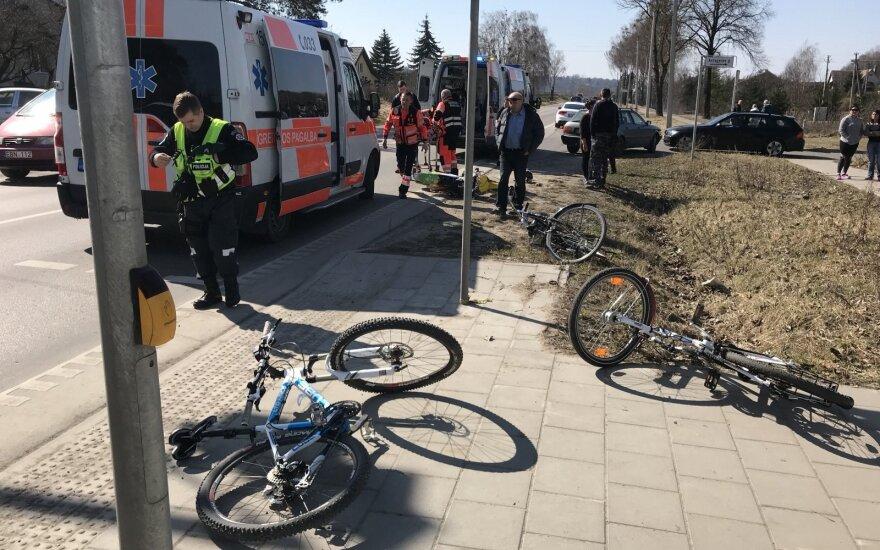 Siaubas Kaune: visiškai girtas motociklininkas partrenkė ant šaligatvio stovėjusią šeimą
