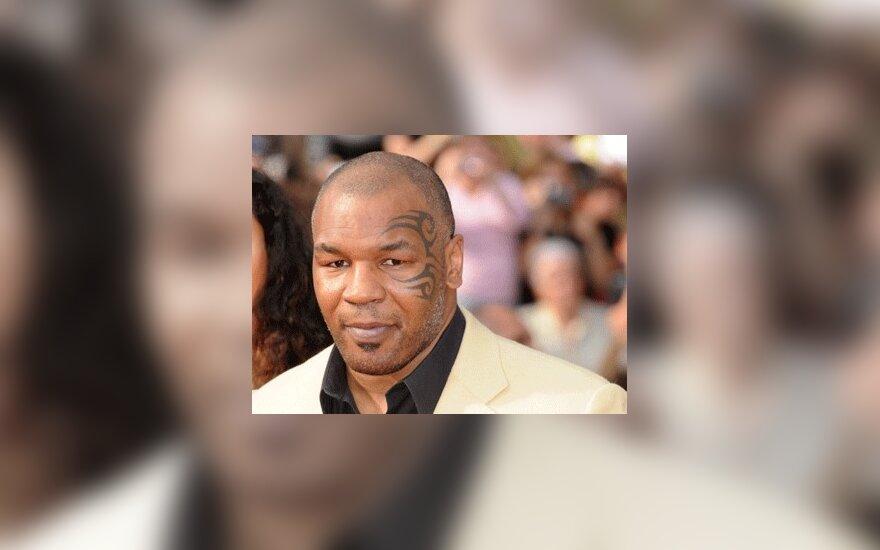 """Komedijoje """"Pagirios Las Vegase"""" uždainuoja M.Tysonas"""