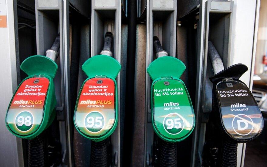 Litras benzino brangs 4 centais, žemdirbių kuras – simboliškai