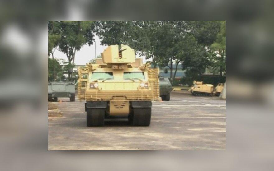 """Afganistane tarnaujantiems britų kariams pagamintas visureigis """"Warthog"""""""