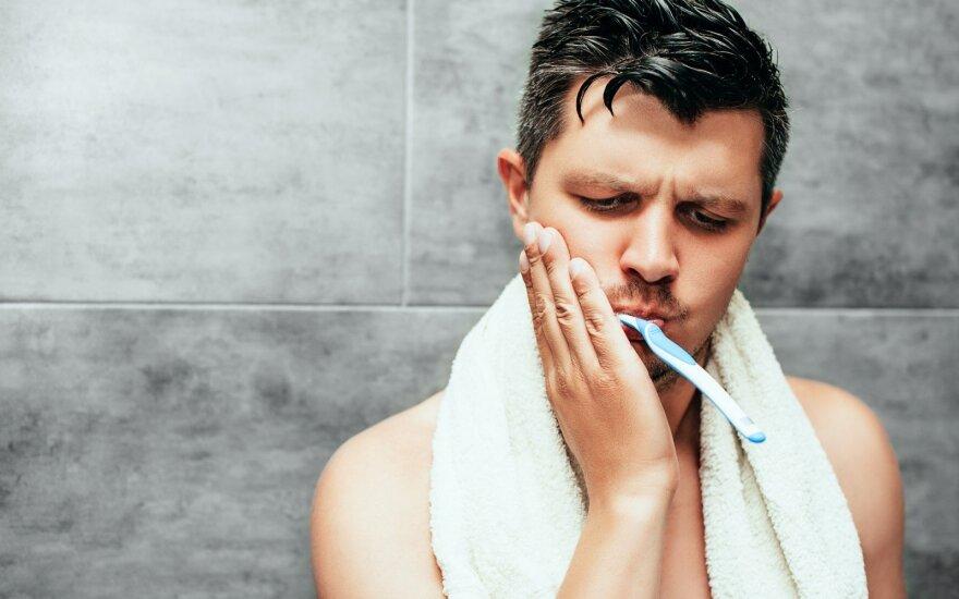 Vyrui skauda dantį
