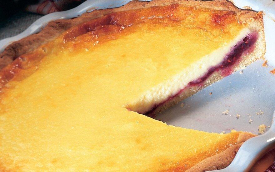 Varškės pyragas su aviečių uogiene