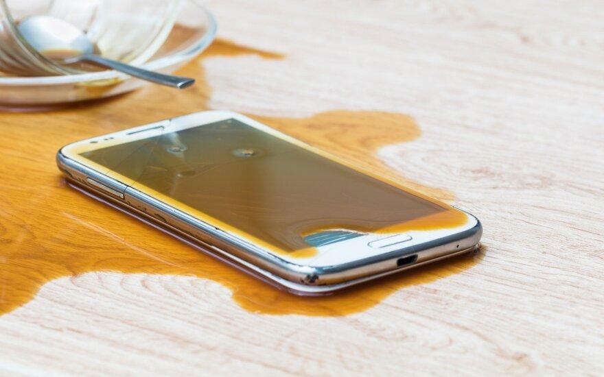 Drėgmei atsparūs telefonai ištveria ne viską