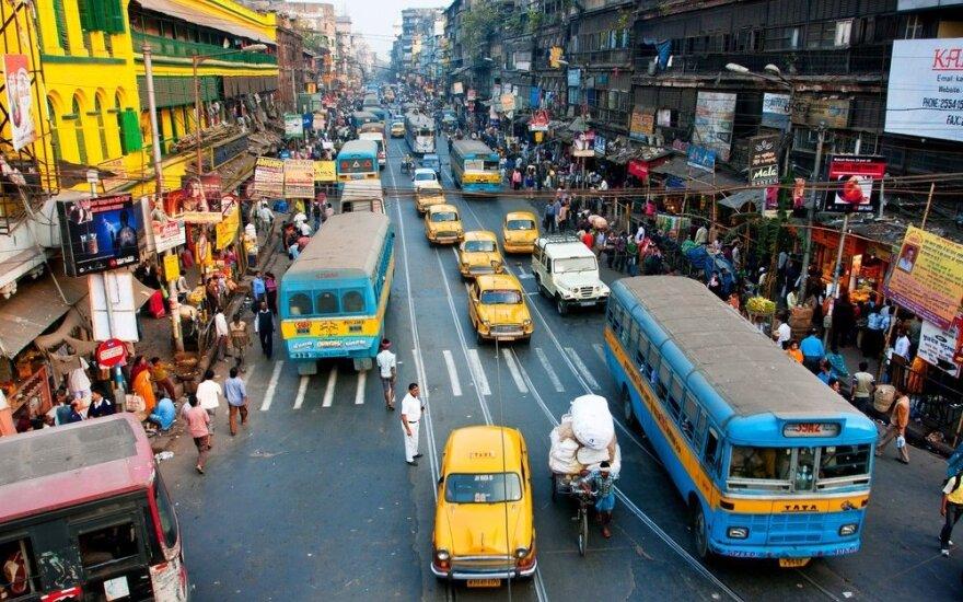 Ką tik baigusiems studijas siūlo padirbti net Indijoje