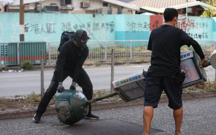 Honkongo isteblišmento sutriuškinimas per vietos rinkimus siunčia griežtą žinią Pekinui