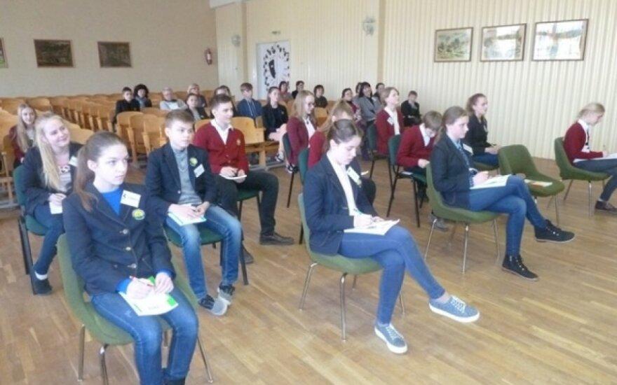 Žinių konkursas sujungė dviejų mokyklų septintokus