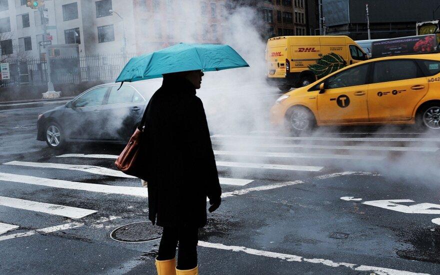 Prie Niujorko artėja sniego audra: atšaukti tūkstančiai skrydžių